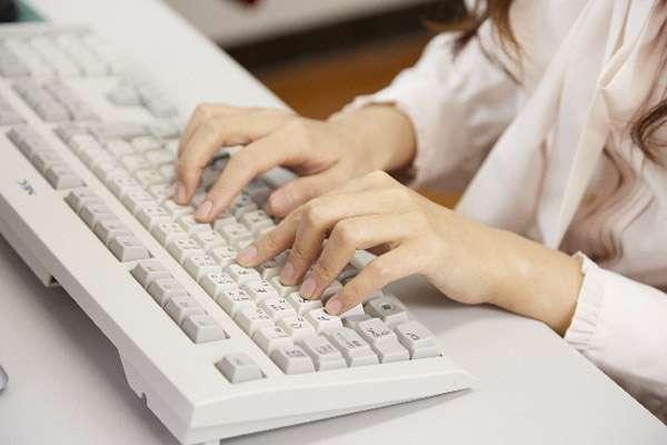 「マウスも使えない」パソコンを使えない新入社員増 スマホネイティブの弊害