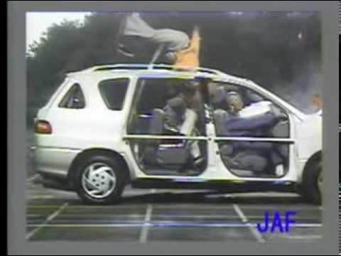 後席シートベルトの着用効果検証(フルラップ前面衝突)【JAFユーザーテスト】 - YouTube