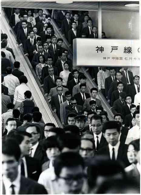 エスカレーター、いつから片側空け? 80年代に出現か:朝日新聞デジタル