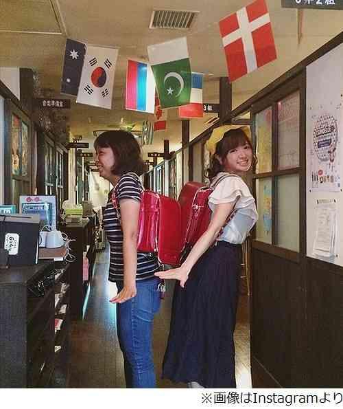 紺野あさ美アナがランドセル姿「似合う!可愛い!」「かわいすぎる」。