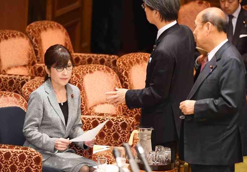 森友学園:稲田氏、籠池理事長夫妻から政治献金認める - 毎日新聞