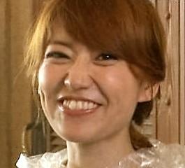 大島優子、クラゲに見入るめがね姿が幻想的 峯岸みなみと水族館デート