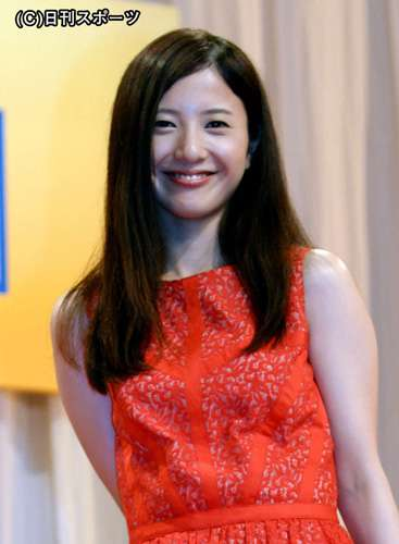 吉高由里子 坂口健太郎を妊娠中の小熊美香アナに向け押し飛ばす - ライブドアニュース