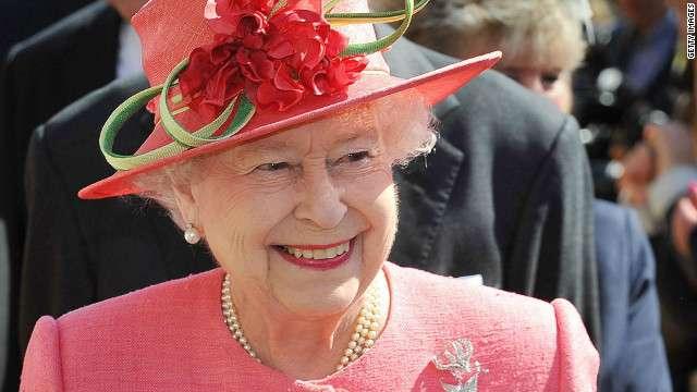 ウィリアム王子が公務をさぼって美女と大はしゃぎ、英でバッシング