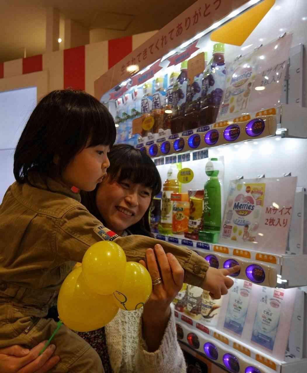 紙おむつ、自販機で イクメンの提案実現|カナロコ|神奈川新聞ニュース