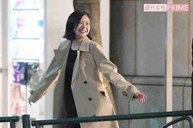 『東京タラレバ娘』打ち上げ、港区南青山の路上で吉高由里子が弾ける