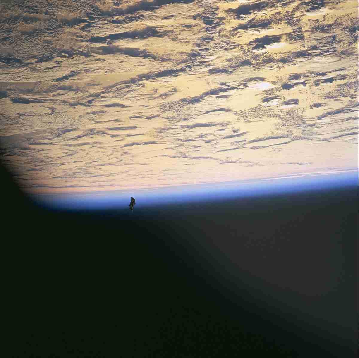 ブラックナイト衛星 - Wikipedia