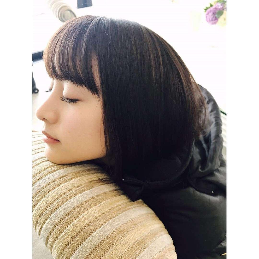 山本美月「髪切った?」驚きの声続出 居眠りショットが美しすぎる