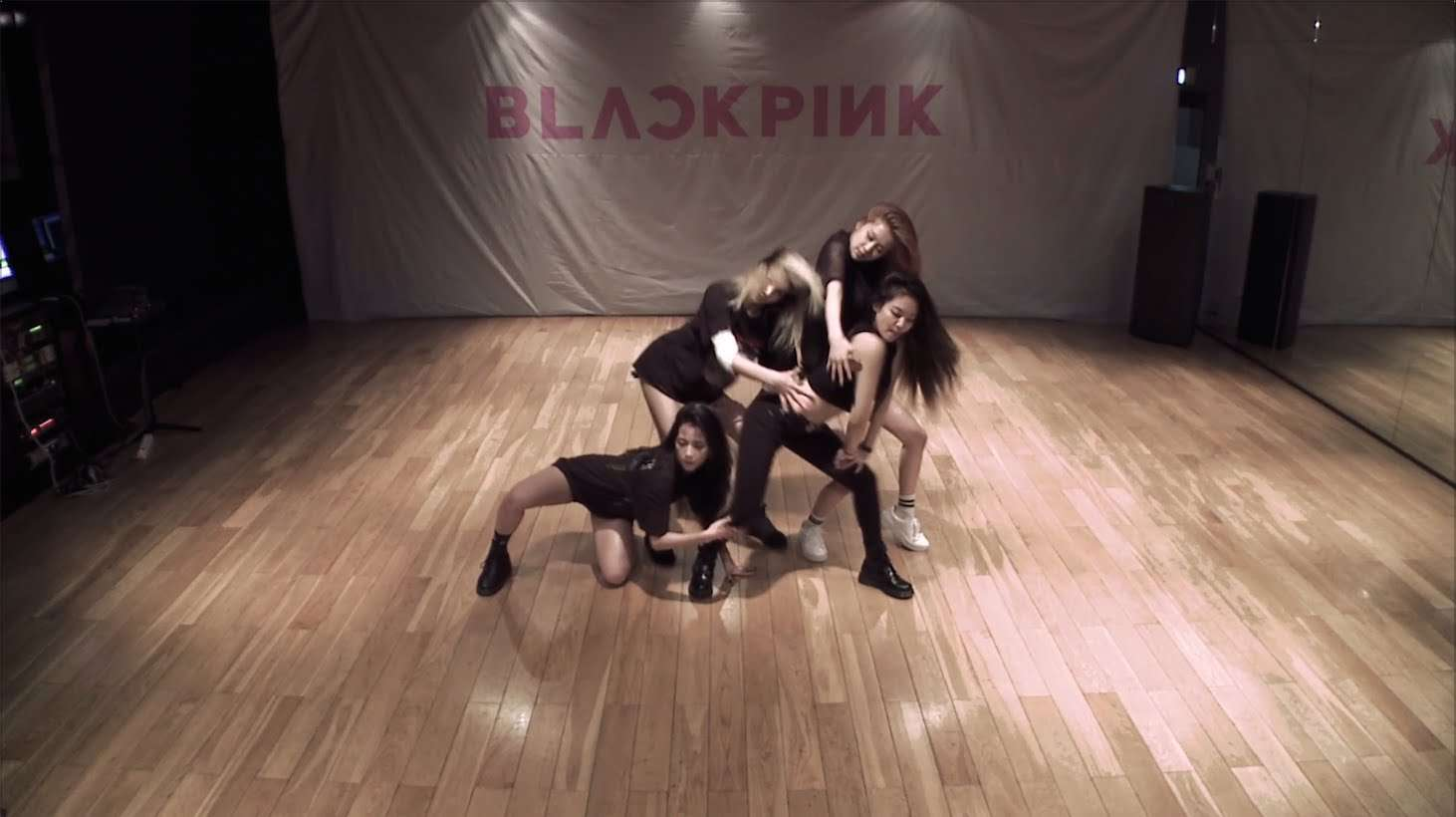 BLACKPINK - '붐바야(BOOMBAYAH)' DANCE PRACTICE VIDEO - YouTube