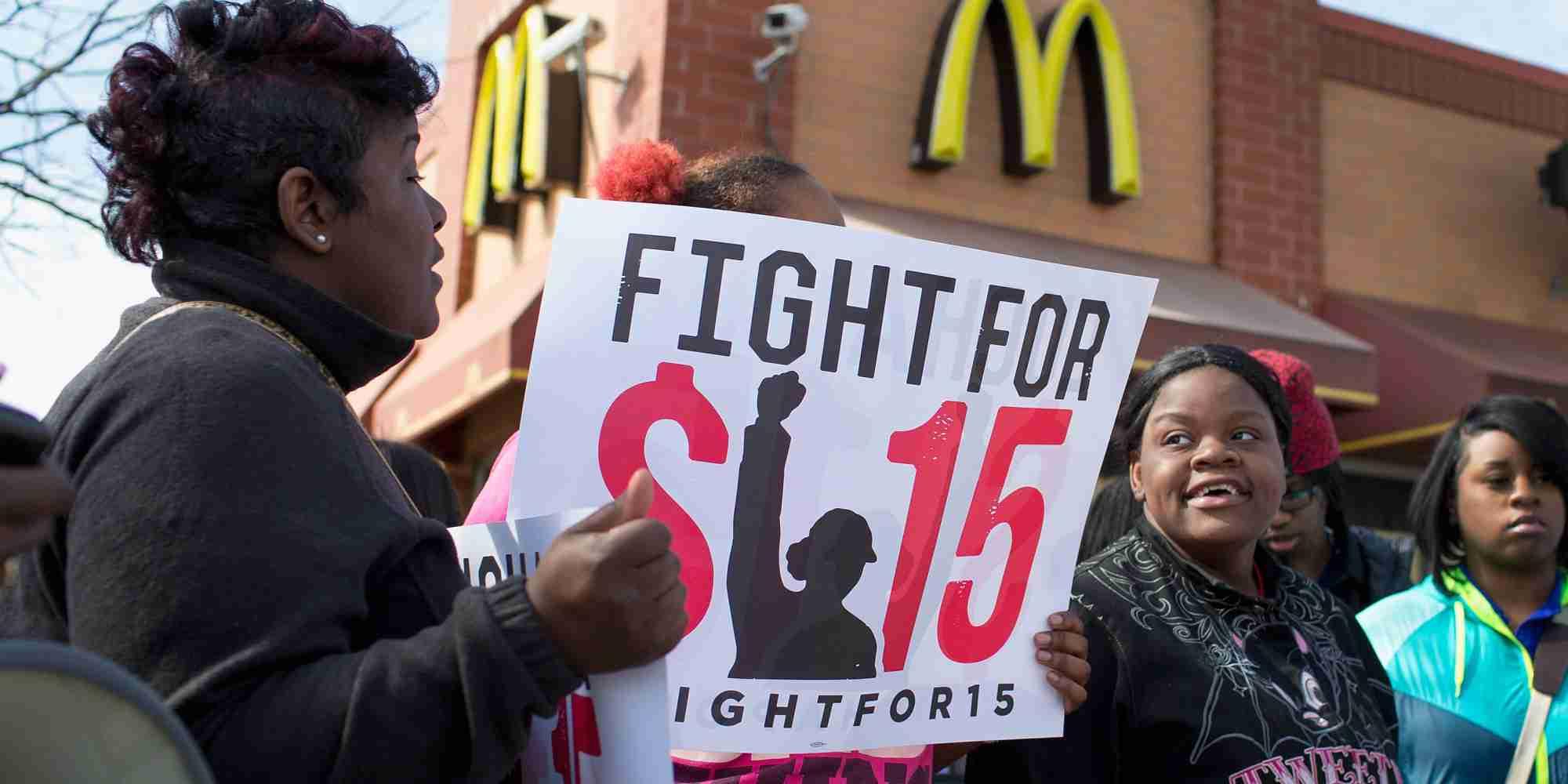最低賃金上げる ―> アメリカ企業「利益でないし、ロボットに替えます」