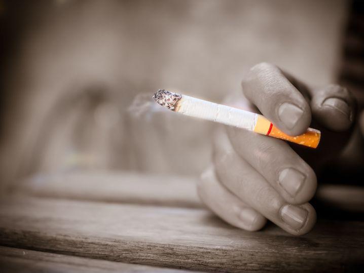 居酒屋も「原則禁煙」の例外に?規制縮小の可能性に賛否両論