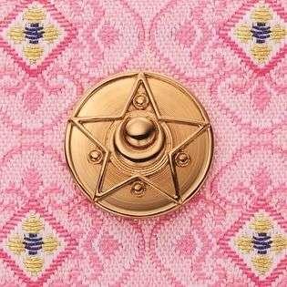 """美少女戦士セーラームーンが西陣織と初コラボ! 大人のための """"はんなり桜色""""の長財布が登場"""