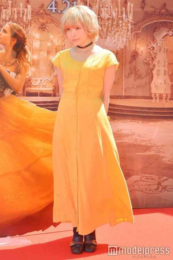 """益若つばさ、""""ベル風""""ドレスが可愛い!ファッションセンス光る"""