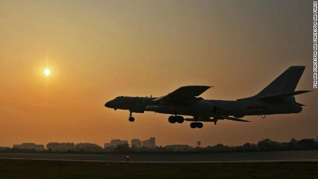 中国爆撃機、「高度な警戒態勢」に 北朝鮮の有事を想定