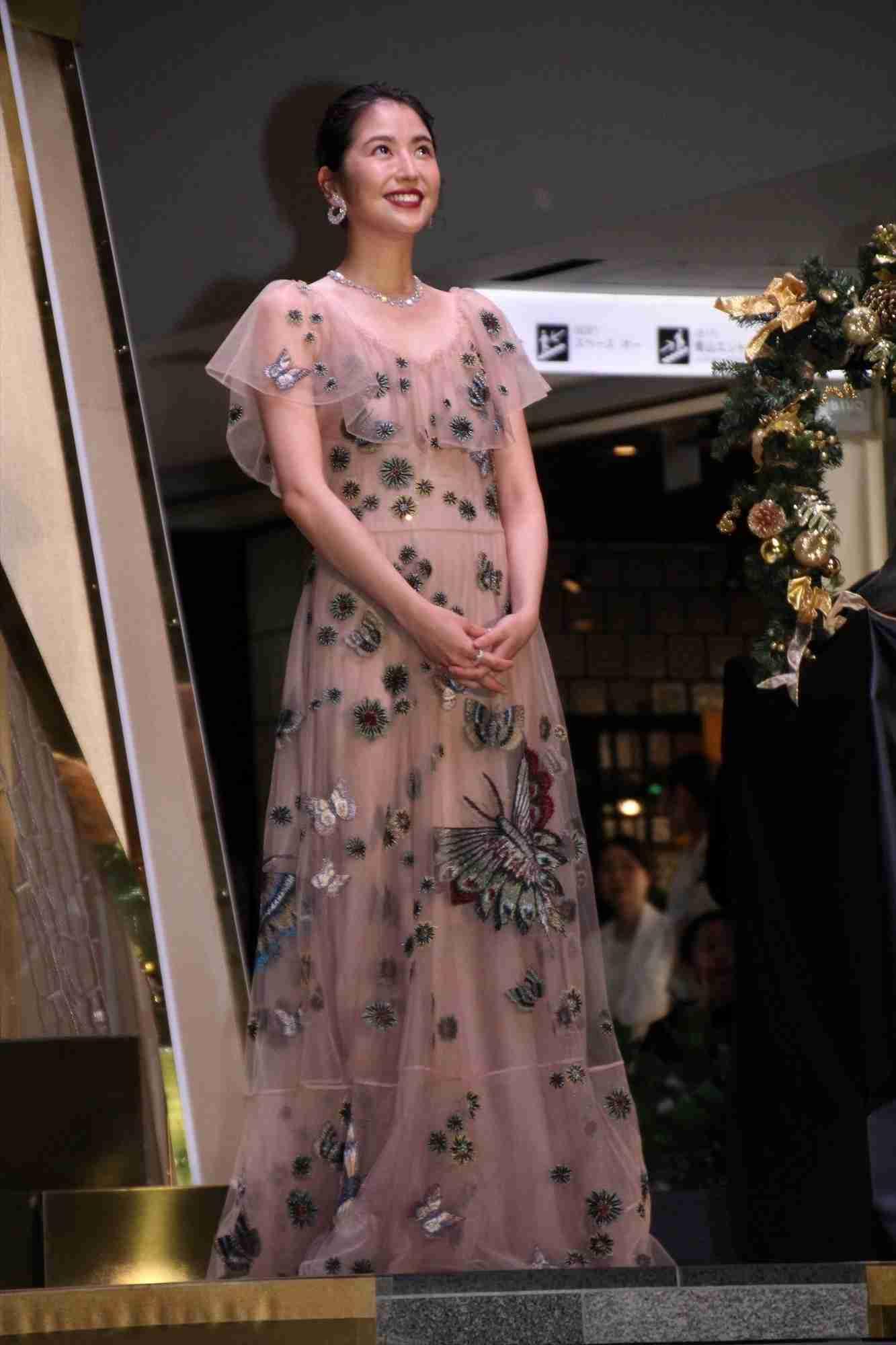 山田優 水原希子らと美ボディー生かす透け感スタイル ディオールのショーに来場