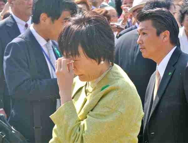 安倍首相主催の「桜を見る会」「森友に負けるな」の声に昭恵夫人が号泣 - ライブドアニュース