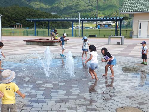 噴水、女児の股間直撃し重傷 水圧の威力、注意を