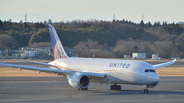 ユナイテッド航空、席譲ると最高1万ドル(約110万円) 補償金アップ