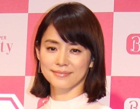 石田ゆり子インスタに「たまらん!」 石畳に寝転がる写真、男心を鷲掴み : J-CASTニュース