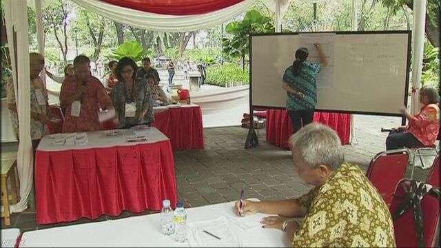 ジャカルタ知事選 イスラム教徒の新人が当選確実の報道 | NHKニュース