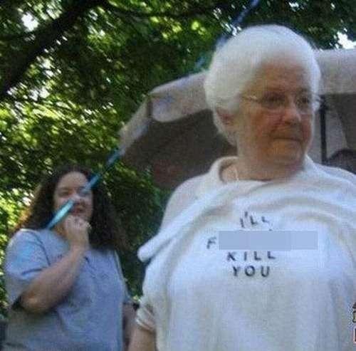 「こんなの絶対笑う…」おもしろTシャツを着た老人たちの写真いろいろ