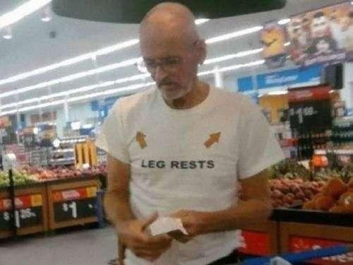 「こんなの絶対笑う…」おもしろTシャツを着た老人たちの写真いろいろ:らばQ