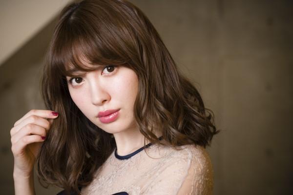 """V.I.P. Press 公式ブログ - 小嶋陽菜が明かす今までとこれから、そしてひとりの女性としての""""こじはる""""の思い - Powered by LINE"""