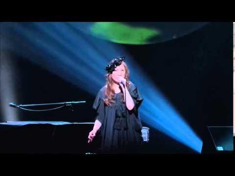 Akino Arai (新居昭乃) - Kirei na kanjou (きれいな感情) - LIVE - YouTube