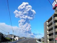 桜島で大規模噴火 観測史上最も高い5千メートルの噴煙