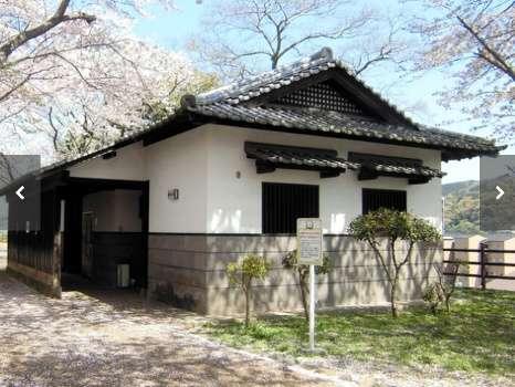 大分県臼杵市内の公園の公衆トイレ屋根裏に3年間「住む」男逮捕「前の人もいたので」