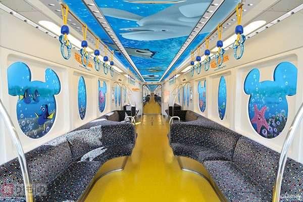 海中を進む潜水艇? ディズニーリゾートラインに「ニモ&フレンズ・ライナー」登場