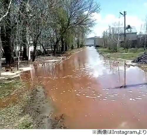 ロシアにあるペプシコーラの貯蔵庫が崩壊 川へと注ぎ込む事故