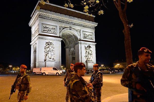 フランス パリで警官銃撃3人死傷 テロか、容疑者を射殺「イスラム国」が犯行声明 菅義偉官房長官「邦人被害の情報なし」
