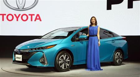 トヨタが「プリウスPHV」新型車を発売 電気で走れる距離2倍に、エコカーの本命宣言 - SankeiBiz(サンケイビズ)