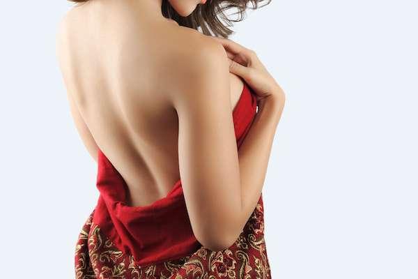男性の4割がフサフサ放置にNO!女性の「背中ムダ毛」注意報