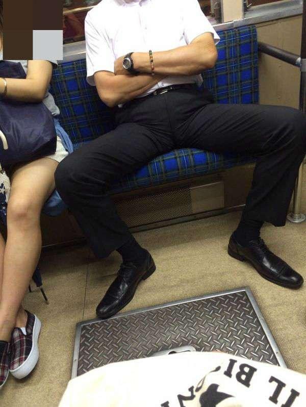電車の中あるある