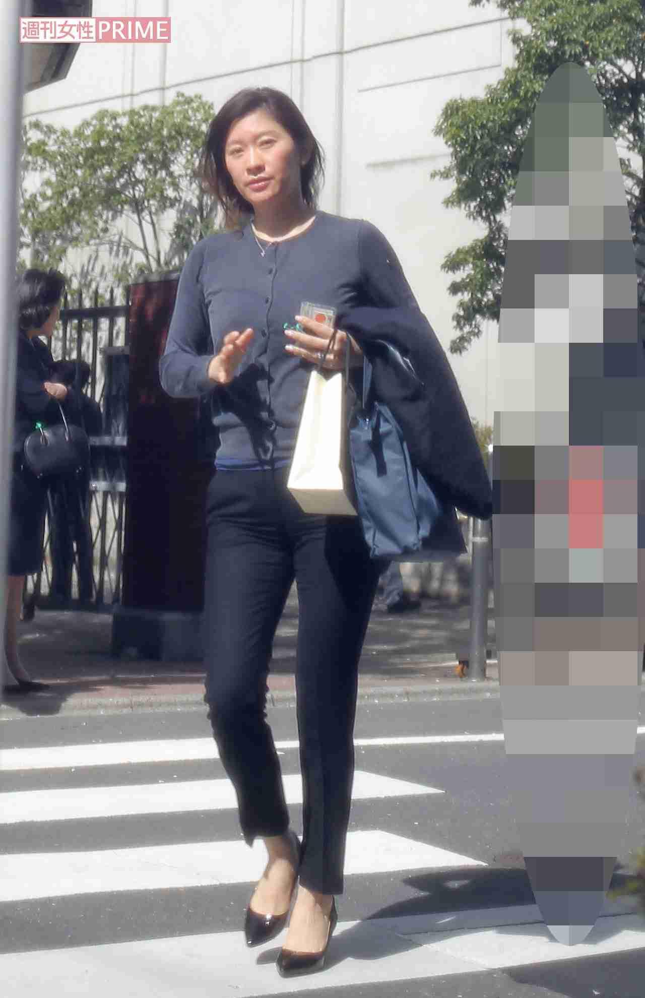 オーラゼロの篠原涼子!なぜかカメラ目線の井川遥…新学期の学校風景いろいろ