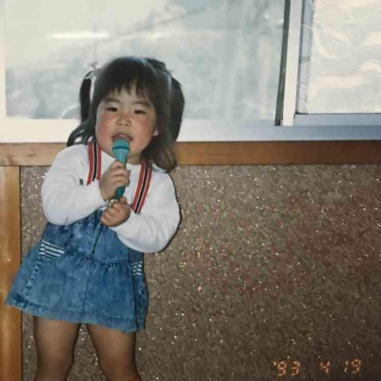 ゆりやんレトリィバァ、2歳の写真を公開 実はモーニング娘。を目指していた