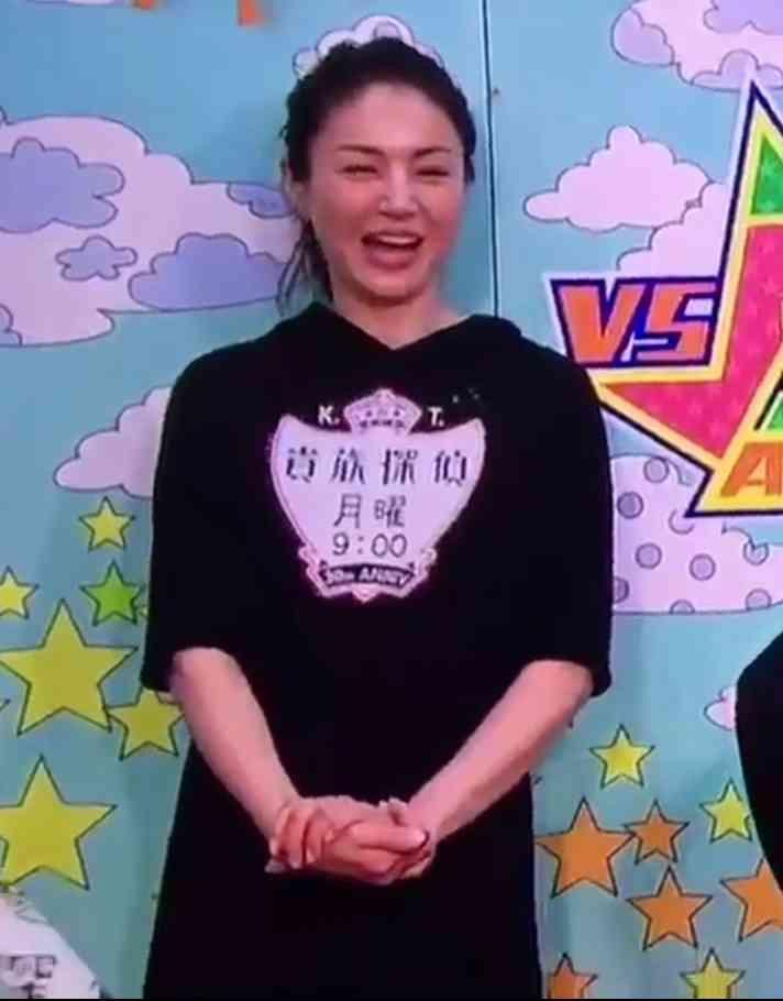井川遥と篠原涼子、入園式のお手伝いに訪れた表紙女王のファッション対決!