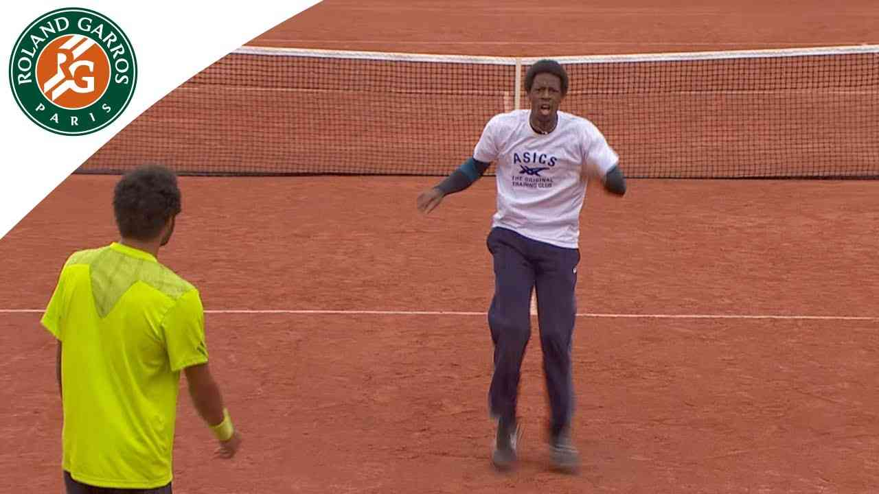Dance battle between Monfils and Lokoli at Roland Garros - YouTube