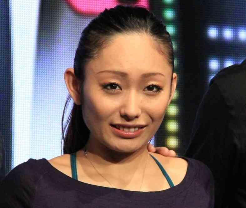 安藤美姫、小塚パパとの「ハート写真」がヒンシュク 「こういうKYなところが嫌われる」 : J-CASTニュース