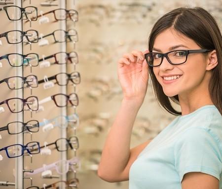 周りにメガネ美人はいますか?