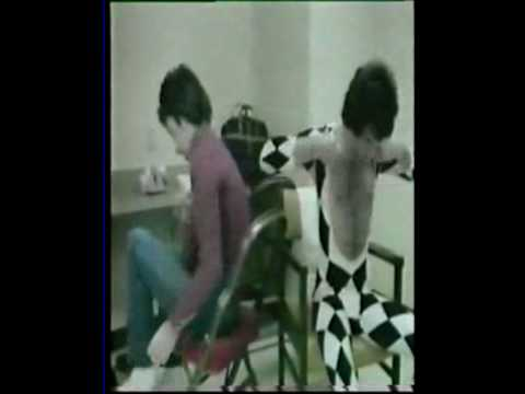 Queen (Candid moments backstage in 1977) - YouTube