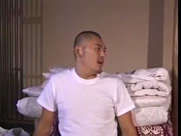 武藤貴也議員、男性とじゃれ合うように買い物 議員宿舎にお持ち帰り