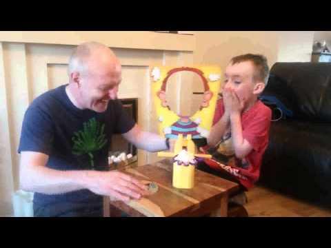 【おじいちゃんVS孫】ロシアンルーレット&パイ投げの仁義なき戦いが面白すぎるww - YouTube