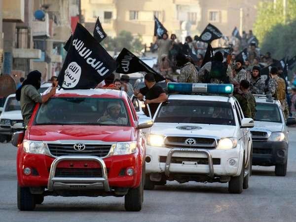 海外反応! I LOVE JAPAN  : アメリカ「おいトヨタ、なんでISISの連中は皆トヨタ車に乗ってる?説明しろ!」 海外の反応。