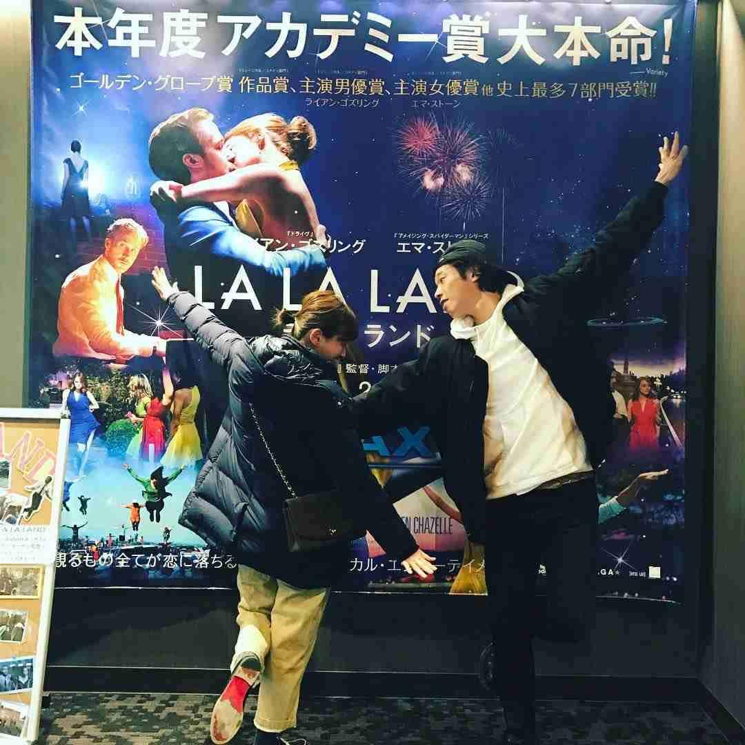 「君の名は。」ポーズ、挙式前に アジアから日本で「前撮り」するカップルが増えている