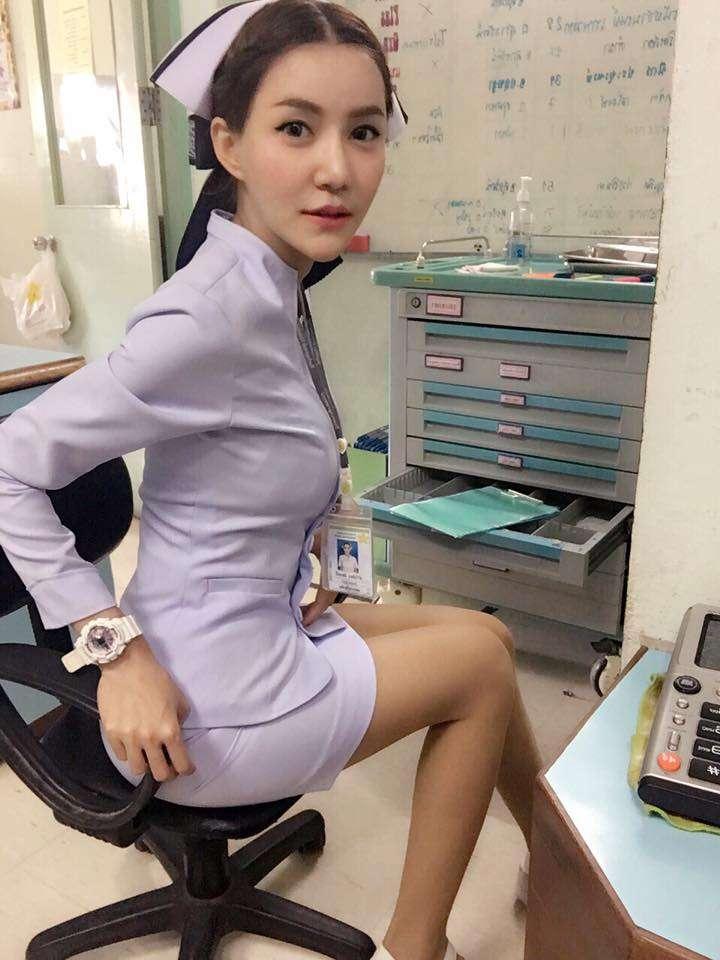 「制服姿がセクシーすぎる」辞職に追い込まれた美人ナース