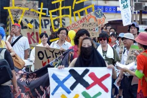 韓国ネタ(なぜかマスコミでは取り上げられない) : 真昼間の銀座で、日本人に扮した糞チョンどもが五輪反対運動!