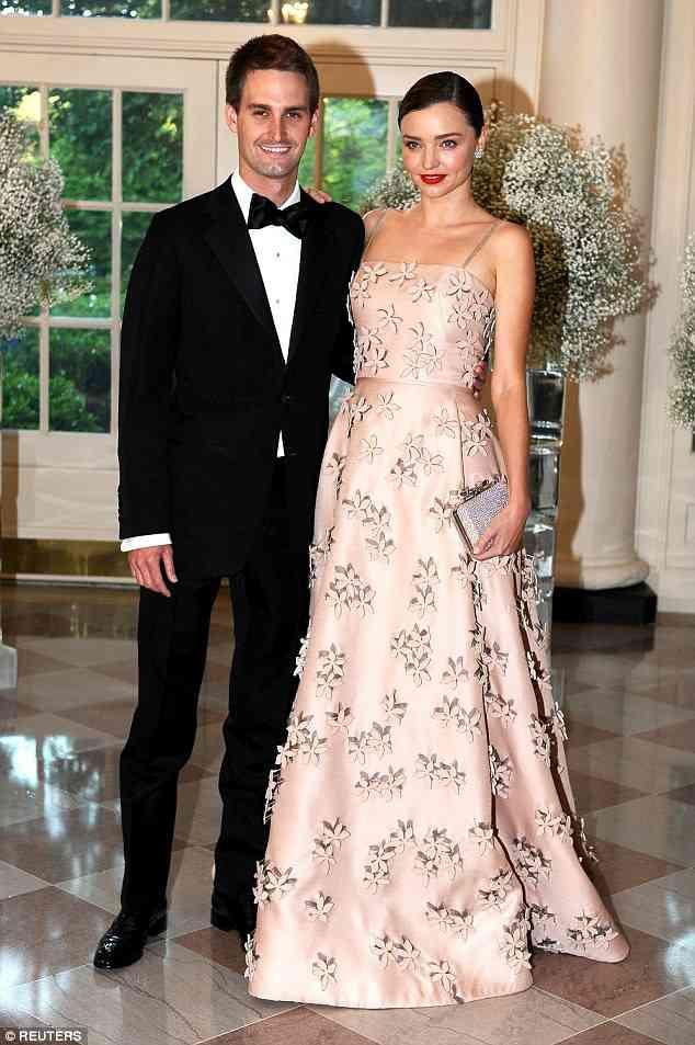 ミランダ・カーが大富豪CEOエヴァン・スピーゲル氏と挙式